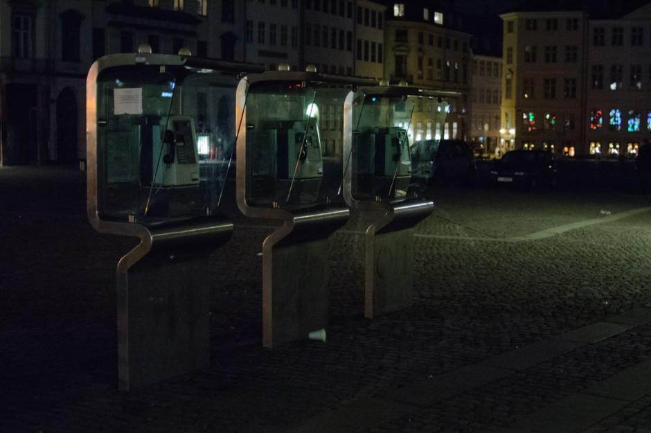 Tres cabinas y vaso en la noche de Copenague